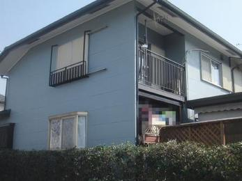 外壁の色がガラリと変わり屋根の色とも相性よく素敵なイメージチェンジとなりました。