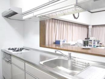 実際にキッチンを使ってみると、広々として使いやすいです。