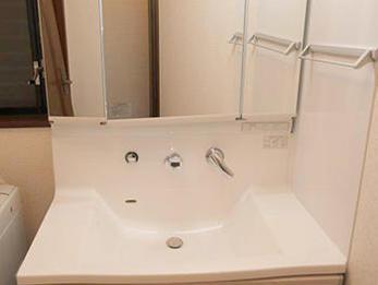 ラックもなくなり洗面スペースがスッキリしてうれしいです。