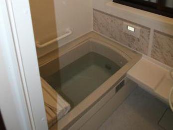 暗くて寒かったお風呂が嘘みたいです。お手入れもしやすく、気持ちよく入浴できます。