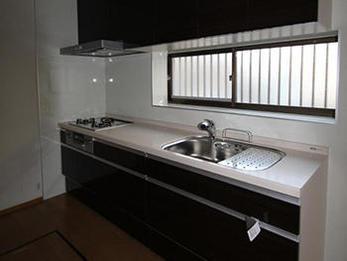 工期が短くすんで助かりましたし、広々していて調理がしやすいキッチンになりました。