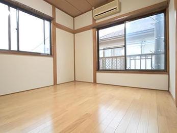 和室からフローリングへ使い勝手のよい洋室へと変わりました。