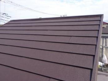 屋根材は軽量で断熱性、耐久性に優れたガルテクトです。