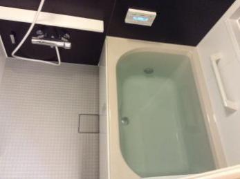 タイル張りのお風呂からユニットバスへリフォーム。冬場の寒さも軽減されます。