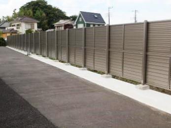 フェンスの設置でプライバシーと防犯の両方を確保