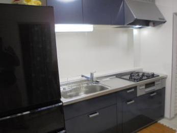 システムキッチン「リクシル シエラ」シンプルなデザインと使い勝手の良さを両立。