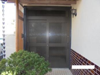 趣きのある仕上がりへ「リシェント 玄関引戸」