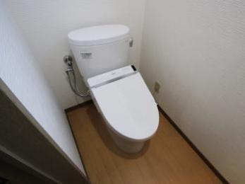 クロスも新しくなりトイレが明るくなりました。