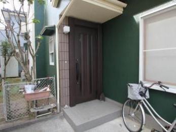 外壁塗装に合わせ玄関ドアもリフォーム