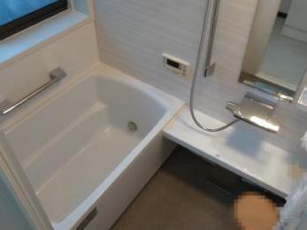 浴室はタカラスタンダード【レラージュ】へ。洗面化粧台はタカラスタンダード【オンディーヌ】へリフォーム。